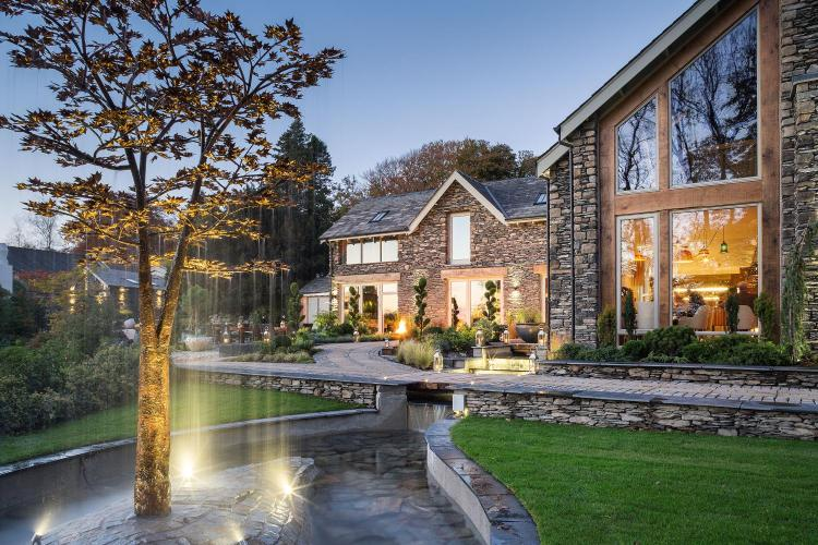 Sandstone cottage hotel based in the Lake District